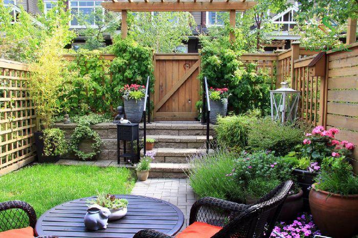 Không gian uống trà trong sân vườn