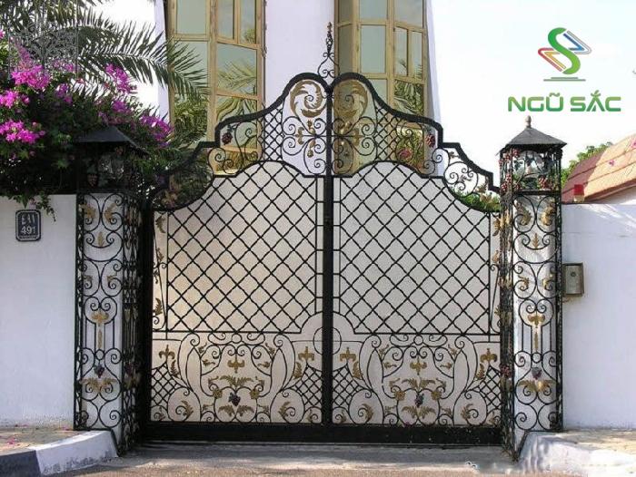 Thiết kế cổng rào hoa văn thanh lịch