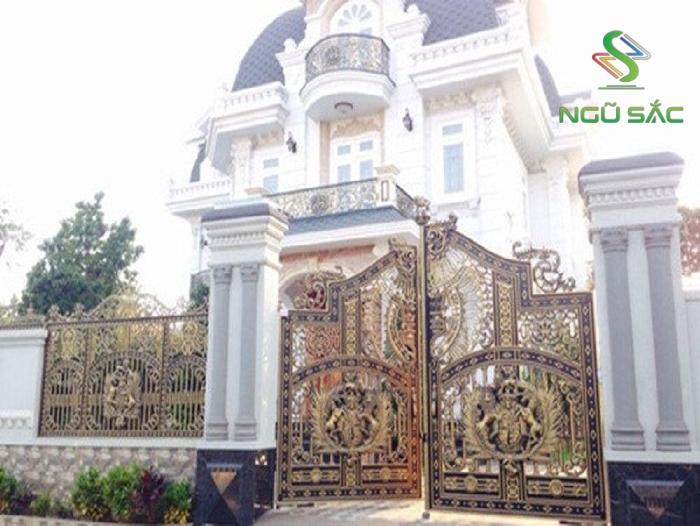 Mẫu cổng hàng rào biệt thự hoa văn đẹp
