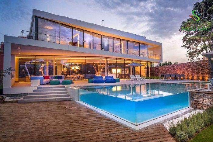 Biệt thự với sân vườn hồ bơi hiện đại