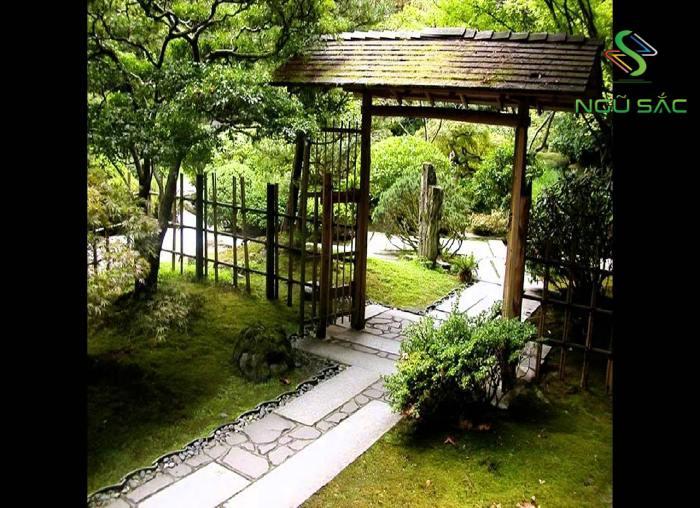 Cổng vào sân vườn Trà Đạo