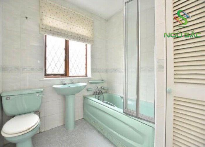 Phòng tắm được thiết kế phong cách retro