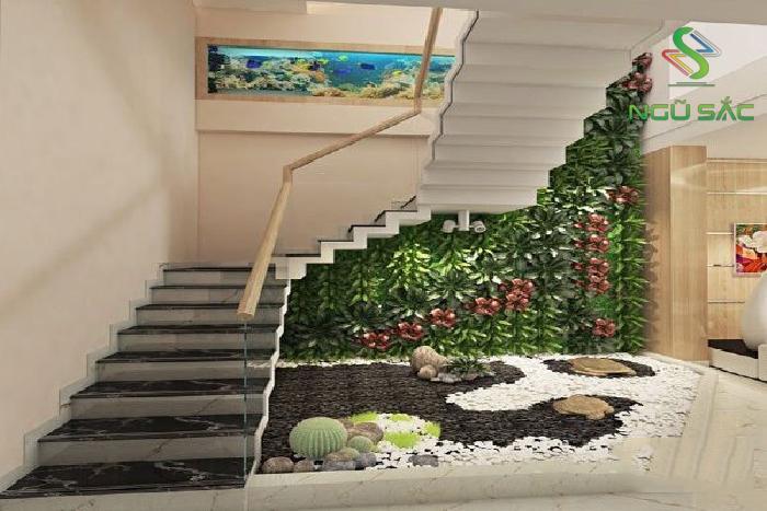 Tận dụng lối đi cầu thang thiết kế tường cây