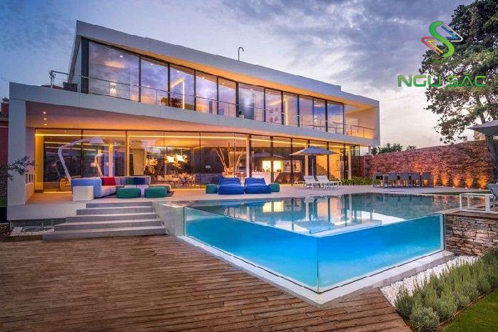 Hồ bơi sân vườn hiện đại