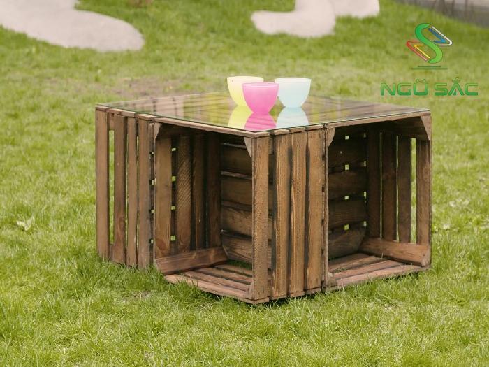 Tận dụng thùng gỗ cũ làm bàn