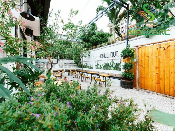 Mẫu cà phê sân vườn đơn giản