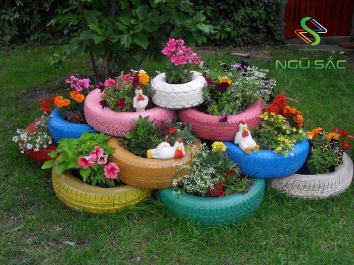 Sáng tạo trồng hoa trong lốp xe cũ