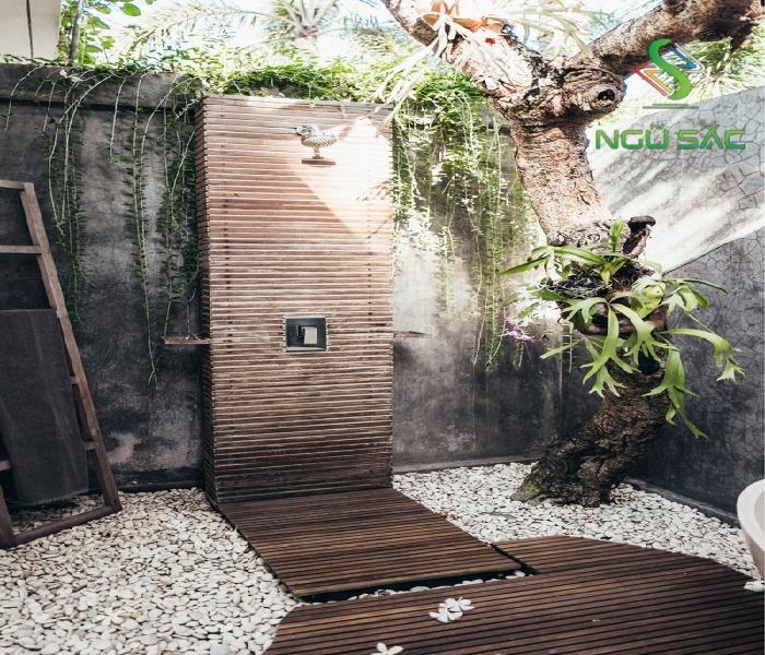 Thiết kế bồn tắm đứng lót gỗ