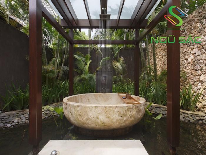 Thiết kế nhà tắm có bồn tắm ngoài trời