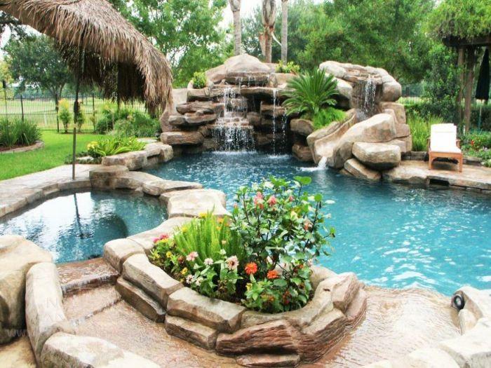 Thác nước kết hợp hồ bơi