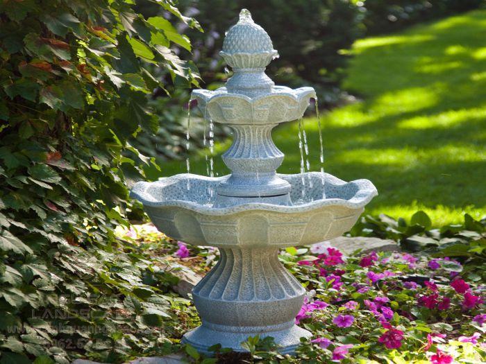 Thác nước đá mini trong sân vườn