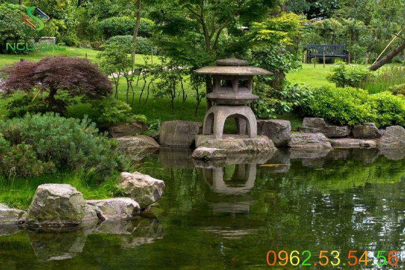 Đèn đá Nhật trang trí tiểu cảnh sân vườn