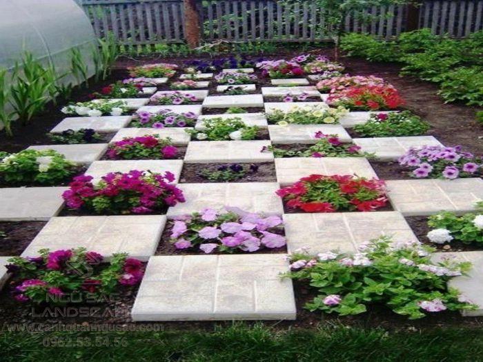 Vườn hoa được trồng xen kẻ với lối đi sáng tạo