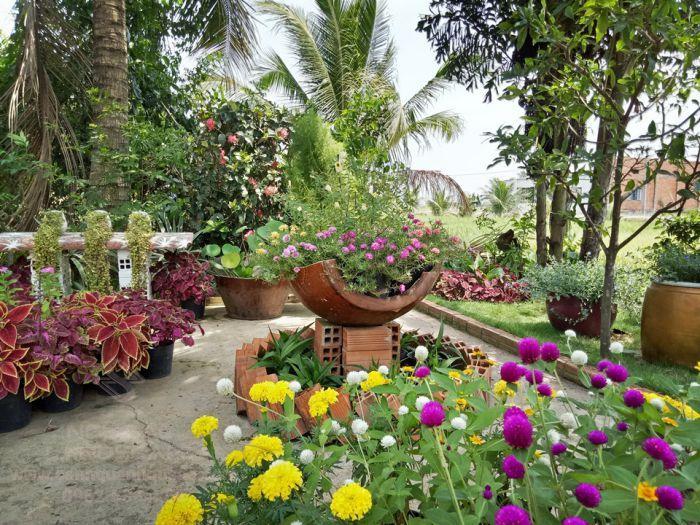 Thiết kế sân vườn đẹp với vườn hoa thơ mộng