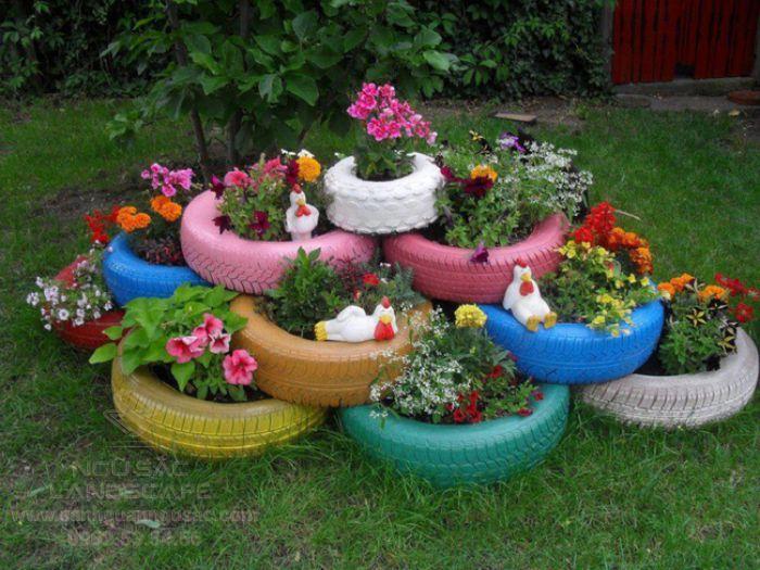 Sáng tạo trồng hoa trong bánh xe