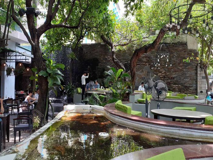 Quán cà phê City Garden lung linh về đêm