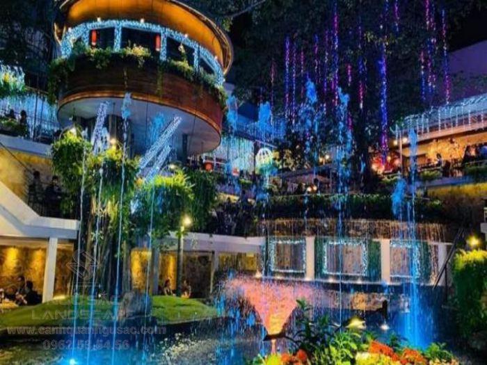 Thiết kế đài phun nước tạo sự hoành tráng cho quán cà phê sân vườn
