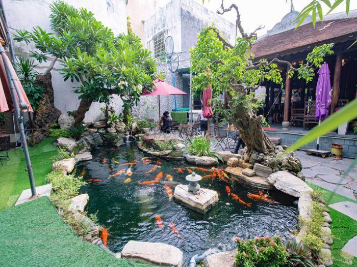 Thiết kế hồ cá Koi trong quán cà phê sân vườn