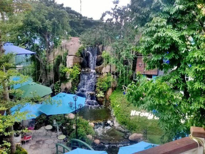 Không gian rộng mát nhiều cây xanh tại Hương Đồng Nội