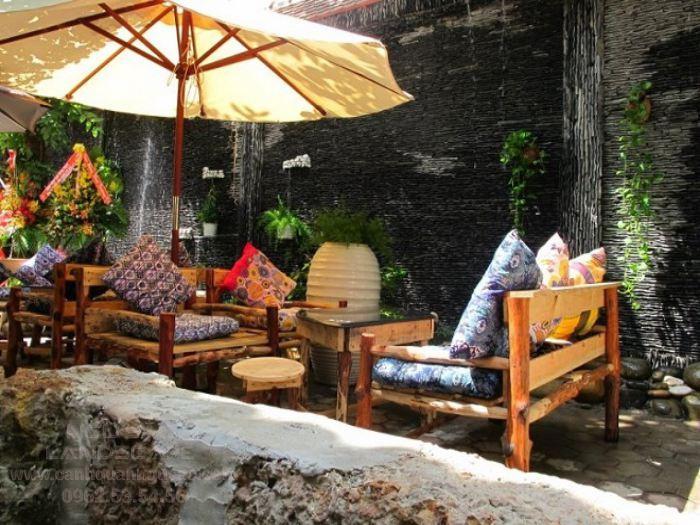 Thi công thác nước trên tường cho quán cà phê sân vườn