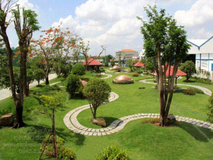 Sân vườn được nâng tầm giá trị khi có thảm cỏ