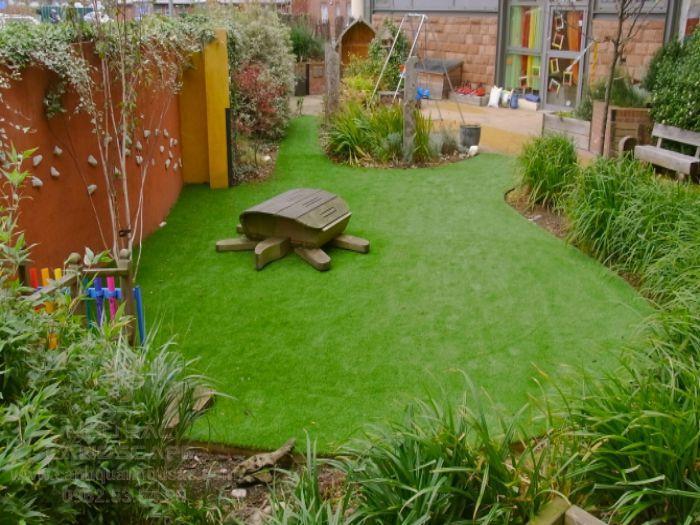 Thảm cỏ sân vườn nhà ở đẹp mắt