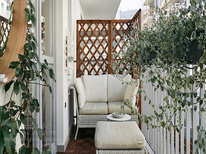 Trồng cây ngoài ban công để tạo mãng xanh cho ngôi nhà